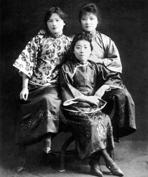 Chinese family culture example: The Three Song Sisters - young